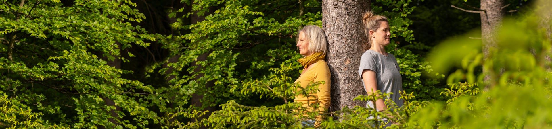 Waldbaden NAturkind Waldpädagogik für Erwachsene mit Sonja Schett - in der Ntur in Bayern nahe Salzburg im Raum Traunstein in der Nähe des Chiemsees