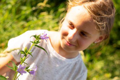 Naturkind und Waldpädagogik - Kennenlernen von Wiesenblumen und Kräutern